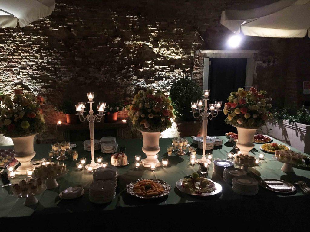 Allestimento con candele per i ricevimenti che chiedono la magia - Candele per esterno ...