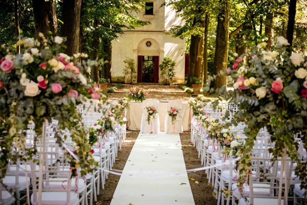 Rito civile personalizzato matrimoni fuori dal comune for Addobbi piscina per matrimonio
