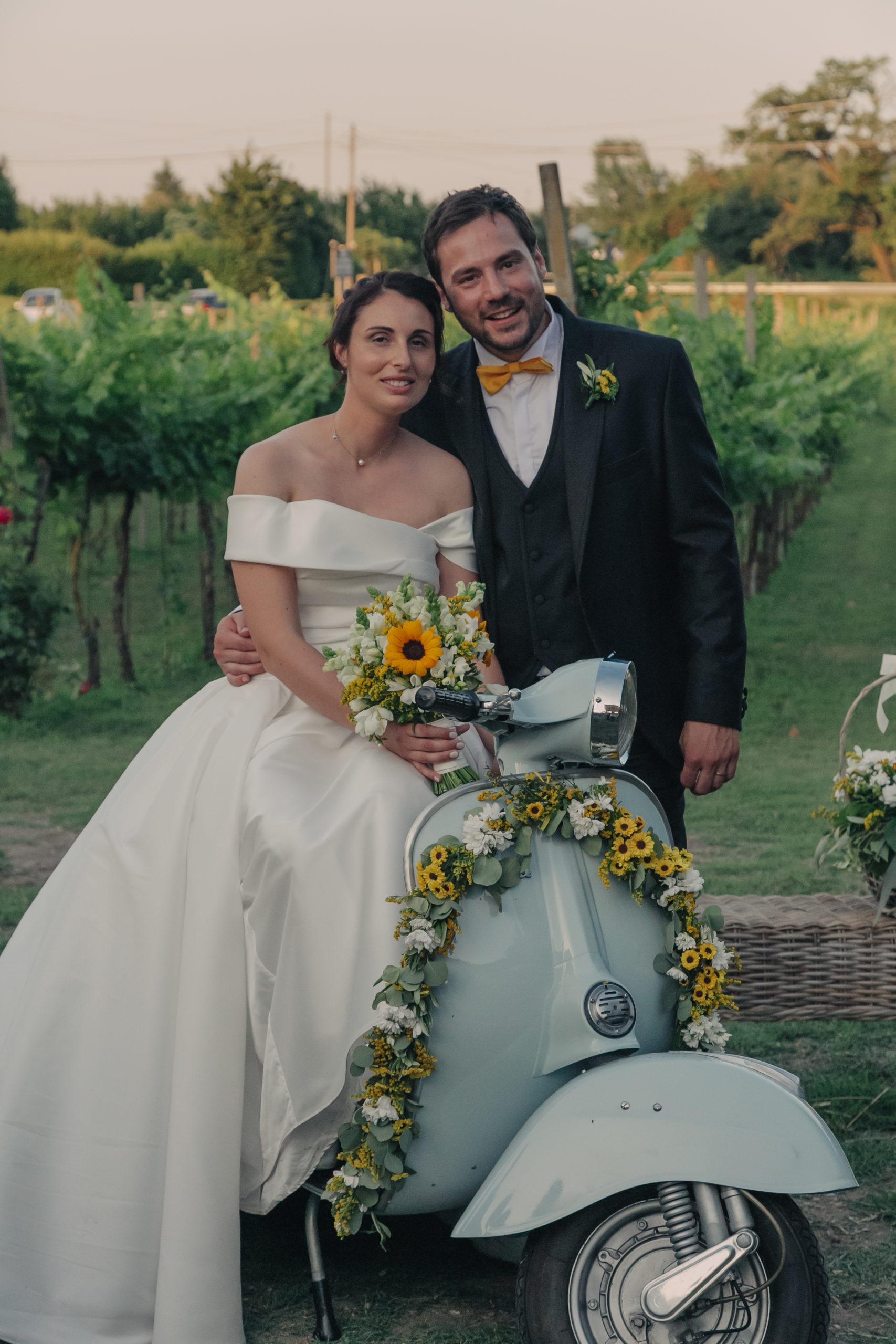 Matrimonio in giallo sposi
